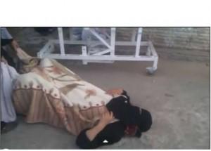سيدة مصرية تلد بالشارع لرفض المستشفى الحكومى استقبالها